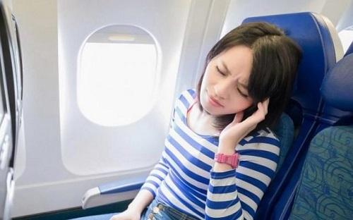 Biện pháp trị đau tai khi đi máy bay?