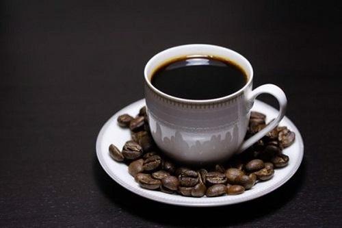Uống nhiều cà phê có làm răng bị ố vàng?