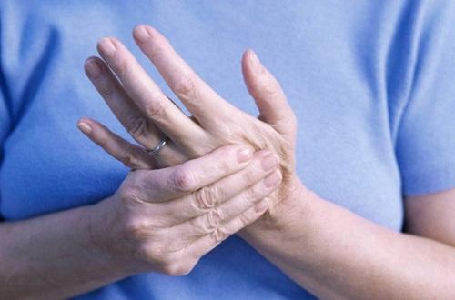 Xử lý tình trạng da tay bị bong tróc ngay tại nhà?