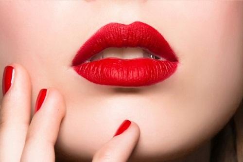 Có nên ăn thịt vịt sau khi xăm môi không?