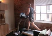 Chạy chân trần trên máy chạy bộ có tốt không ?