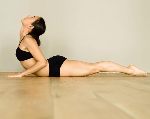 7 đông tác tập yoga vào buổi sáng