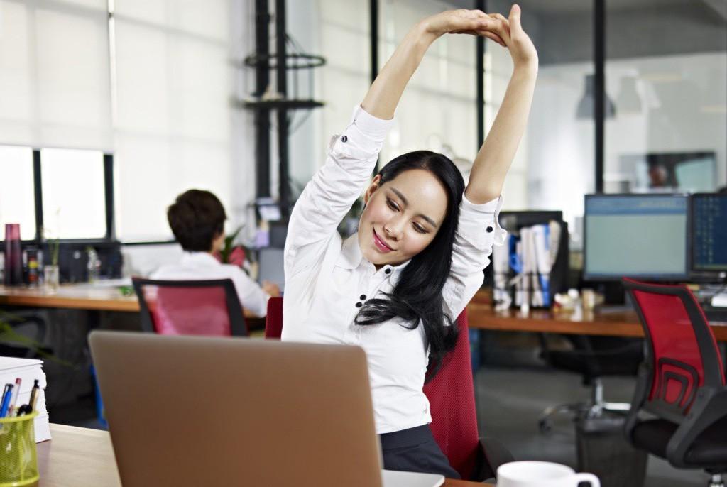 Tập thể dục buổi trưa phù hợp với dân văn phòng